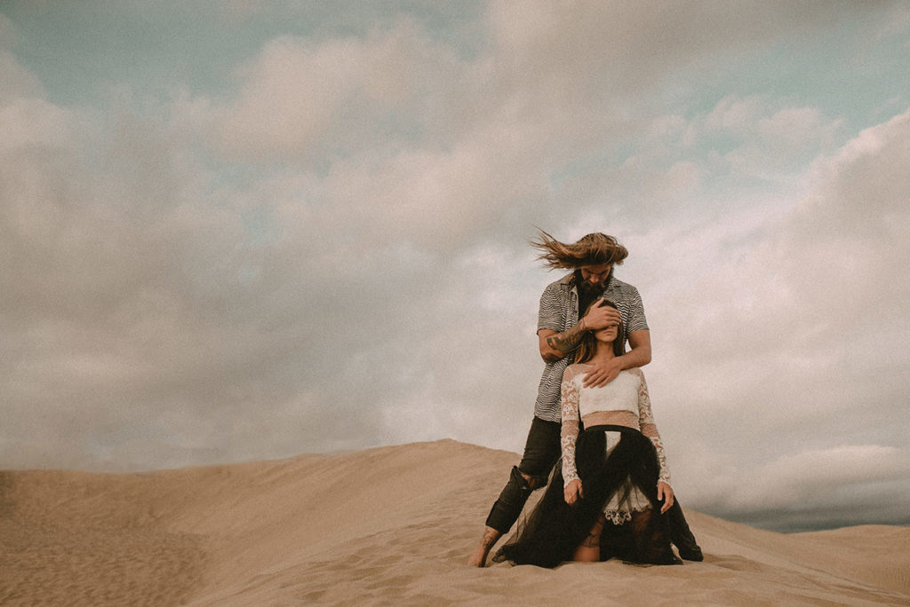 Adventurous Elopement in the sand dunes filmed by Wedding Videographer in Gran Canaria