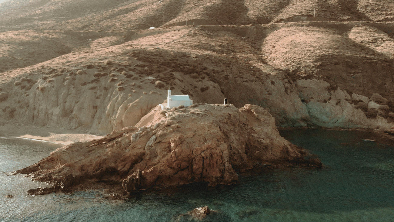 breathtaking location of the Agioi Anargyroi chapel by Anafi Wedding Videographer