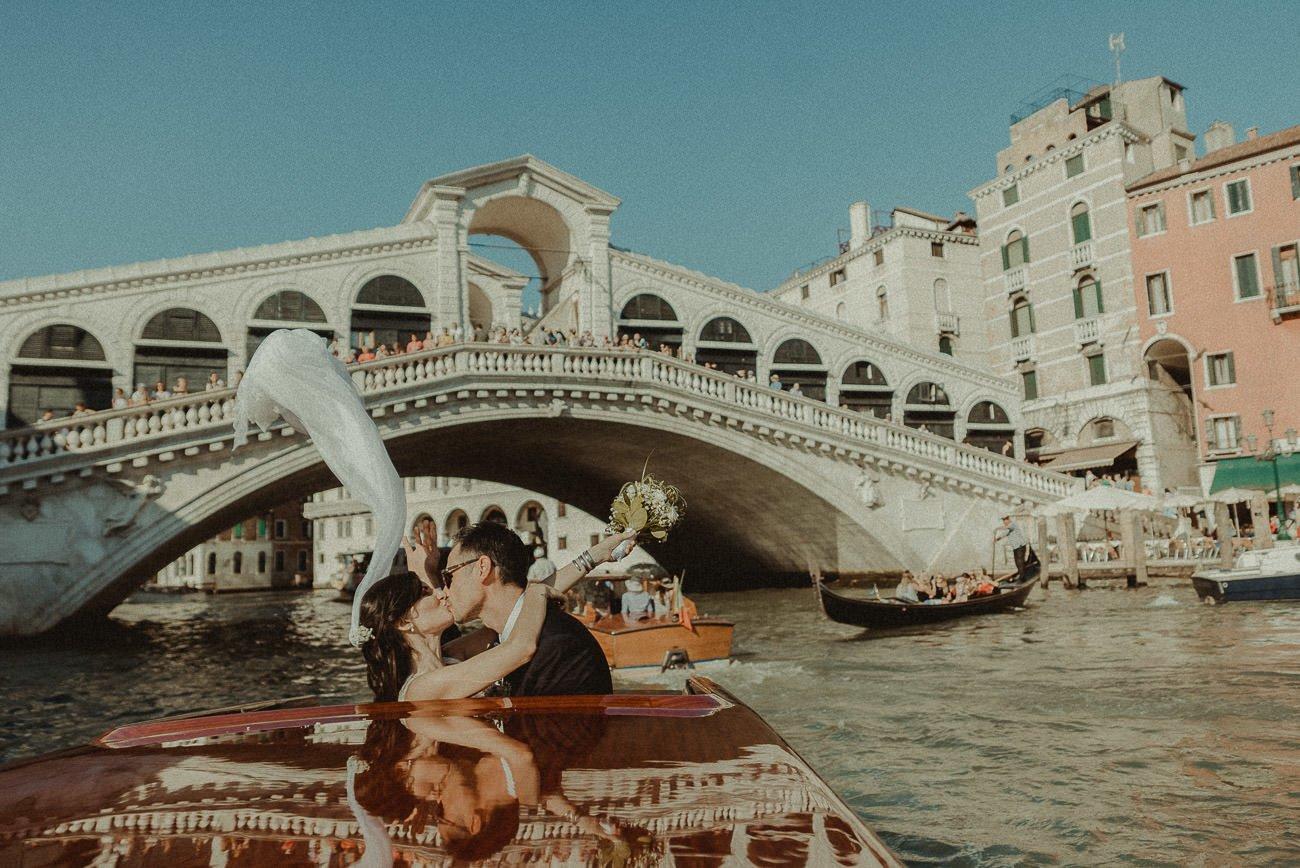 Venice wedding videographer filming couple in Rialto