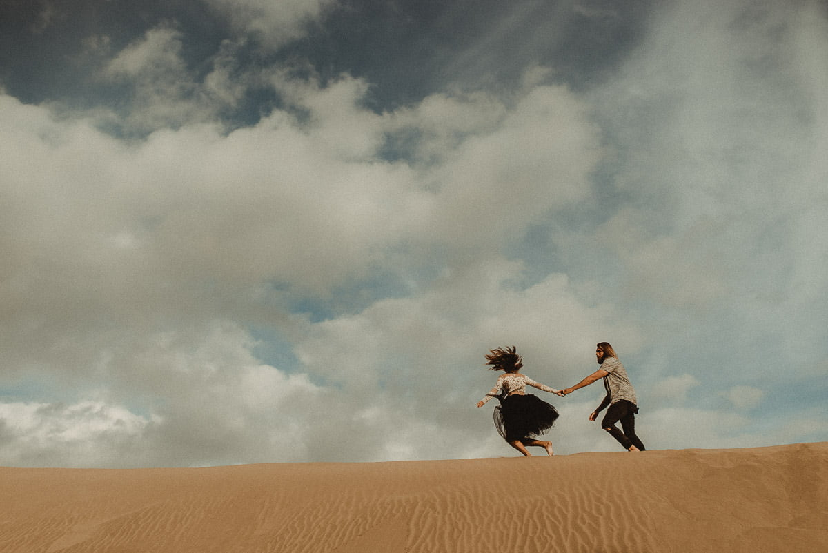 Adventurous Elopement in the sand dunes filmed by Wedding Videographer in Las Palmas Gran Canaria