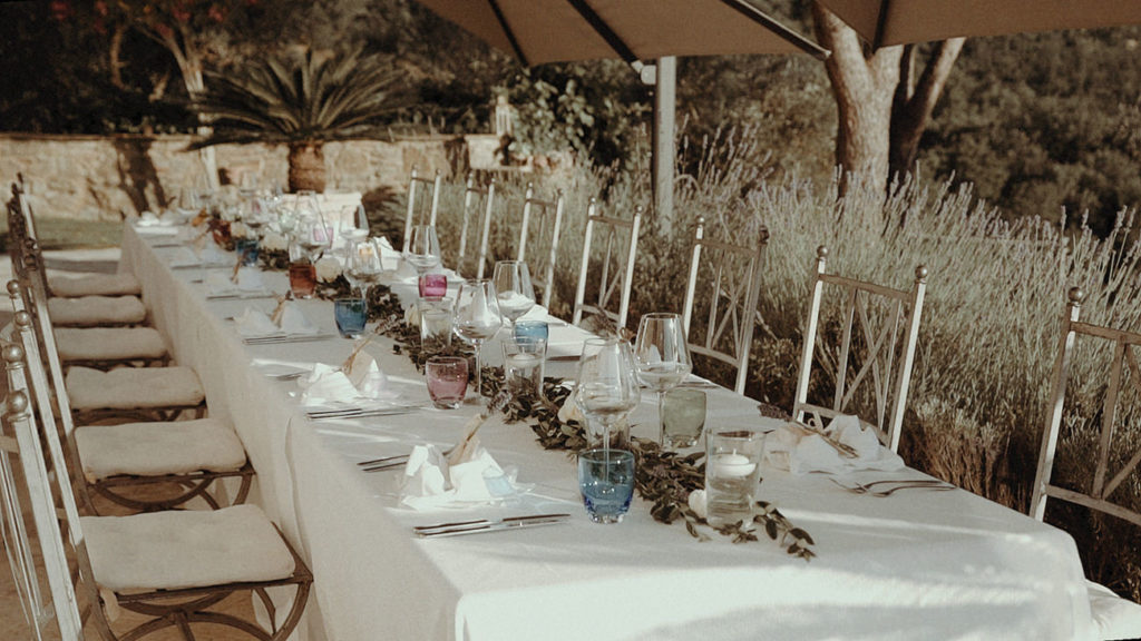 Table decoration for a destination wedding in Villa Rey Umbria