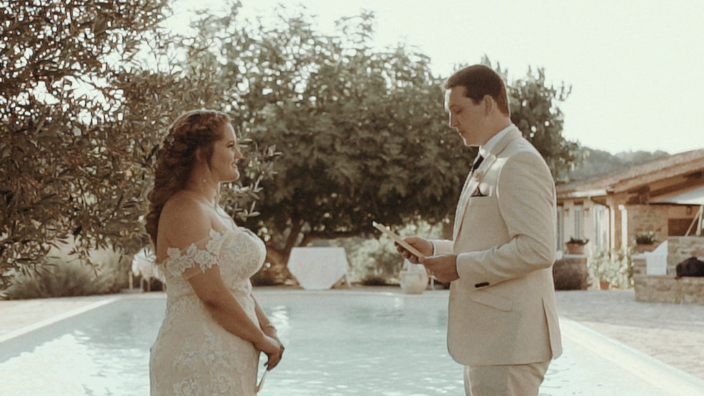 Destination wedding in Italy: Elopement in Villa Rey Umbria Exchanging vows in front of the pool