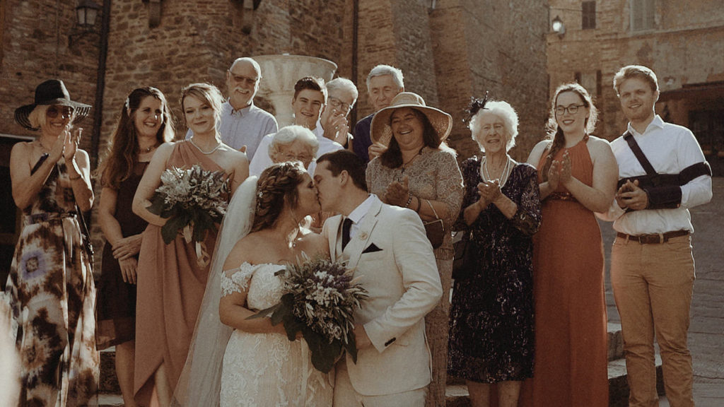 Destination wedding in Italy: family from New Zealand picture in Panicale after civil wedding
