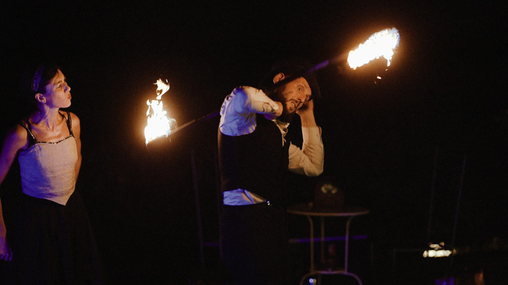 Destination wedding from New Zealand to Umbria: Fire show by Creme & Brulè