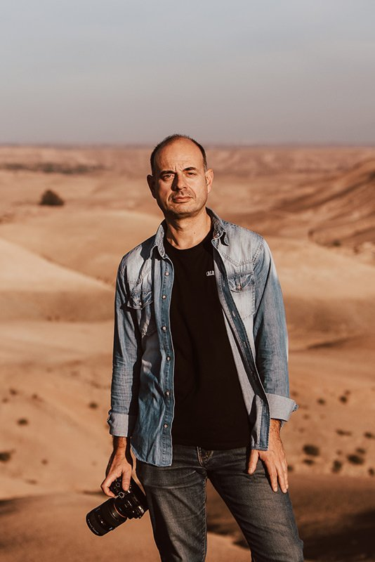 wedding filmmaker Kostas Petsas in the desert of Morocco