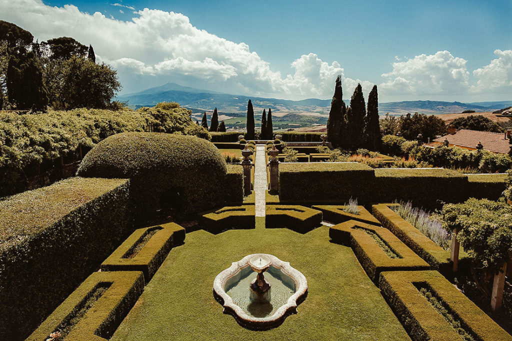 Gardens of Villa la Foce the perfect venue for your Tuscany luxury wedding
