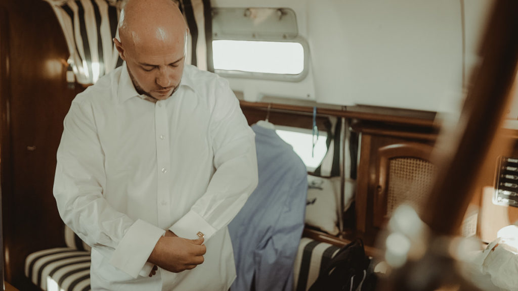 Groom getting ready in a sailboat for a wedding in Balos lagoon