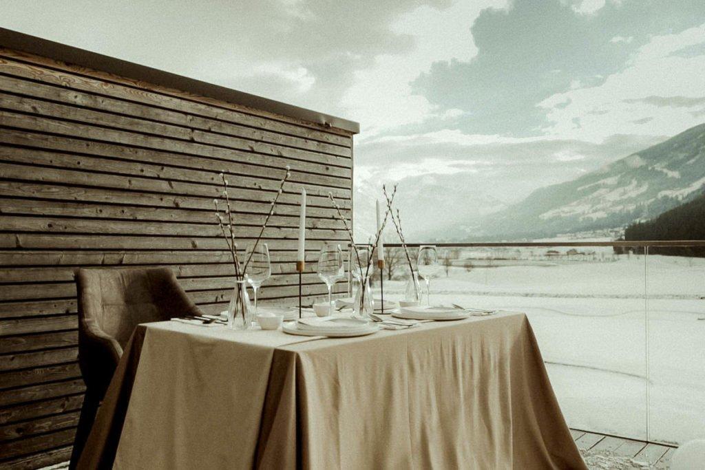 Winter elopement in the Austrian Alps decoration