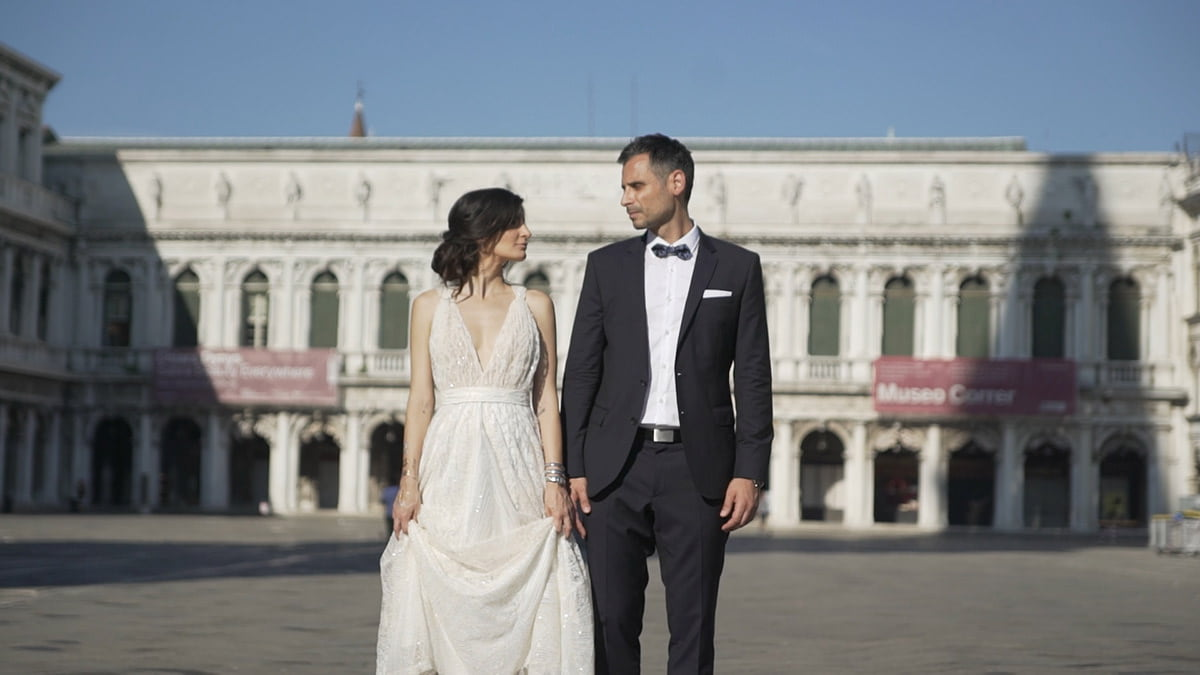 Couple in Venice picture before applying the Poetry color grading LUTs