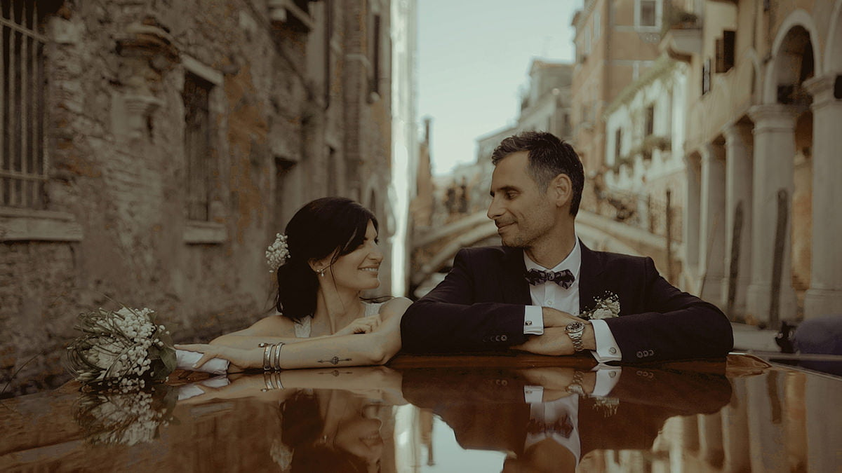 Couple in Venice picture after applying the Poetry color grading LUTs