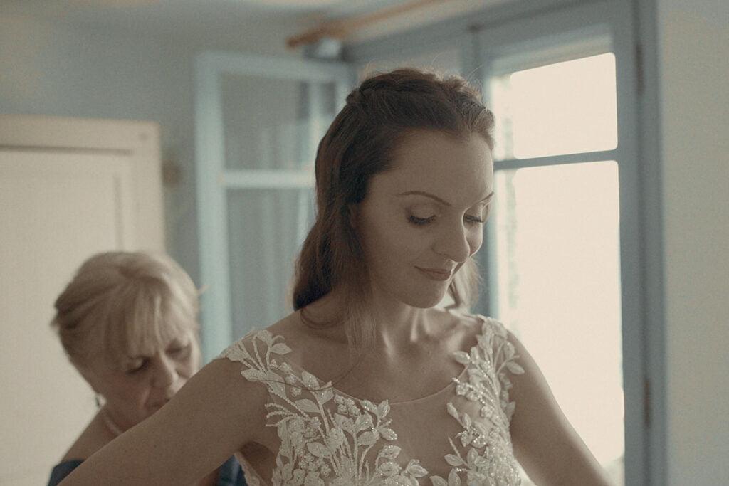 Bride getting ready for a wedding in Kythnos